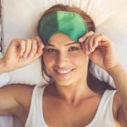 Was hilft bei Schlaflosigkeit? Sie brauche nicht länger suchen, denn wir sagen Ihnen, was hilft.